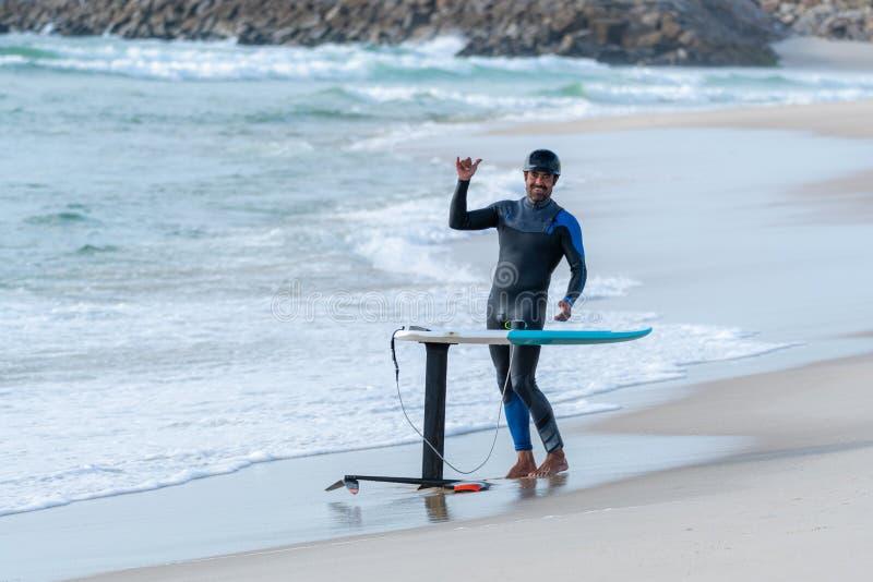 Persona que practica surf de Hidrofoil fotografía de archivo