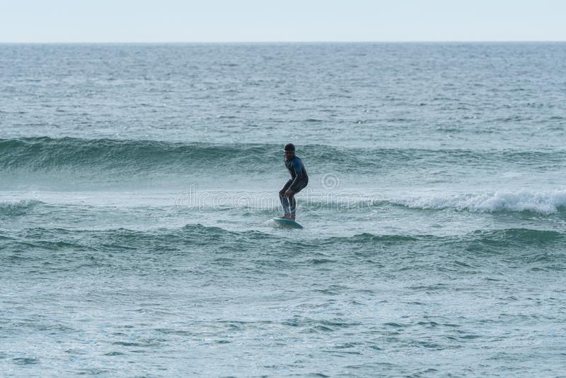 Persona que practica surf de Hidrofoil foto de archivo