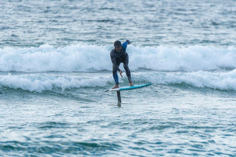 Persona que practica surf de Hidrofoil foto de archivo libre de regalías
