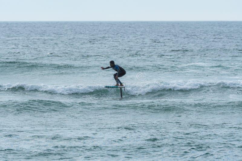 Persona que practica surf de Hidrofoil fotografía de archivo libre de regalías