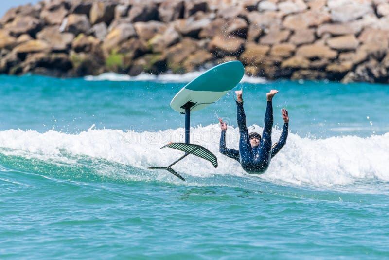 Persona que practica surf de Hidrofoil imagen de archivo libre de regalías