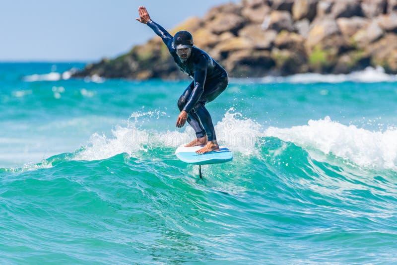 Persona que practica surf de Hidrofoil imagen de archivo