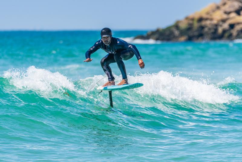 Persona que practica surf de Hidrofoil fotos de archivo