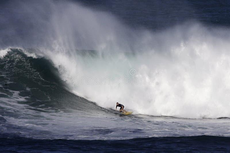 Persona Que Practica Surf De La Bahía De Waimea Foto de archivo libre de regalías