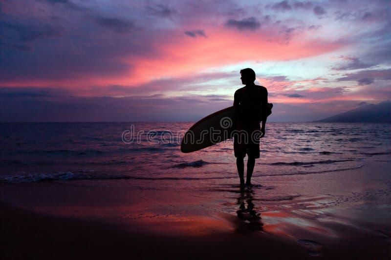 Persona que practica surf de Maui foto de archivo libre de regalías