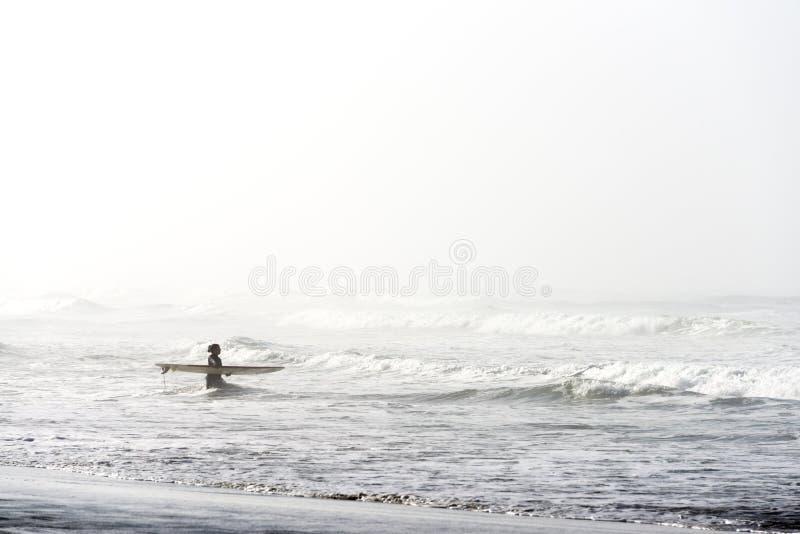 Persona que practica surf de San Francisco fotografía de archivo