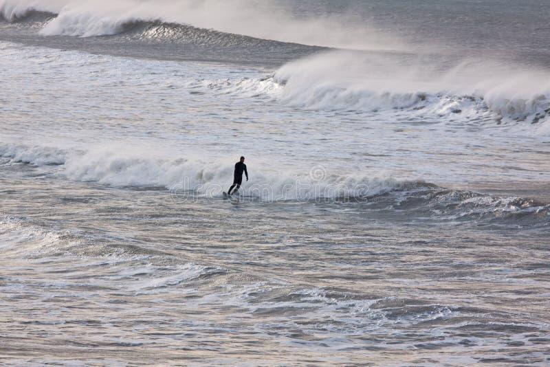 Persona que practica surf del invierno fotos de archivo libres de regalías