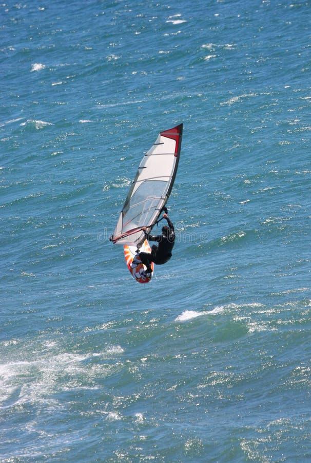 Persona que practica surf del viento imágenes de archivo libres de regalías