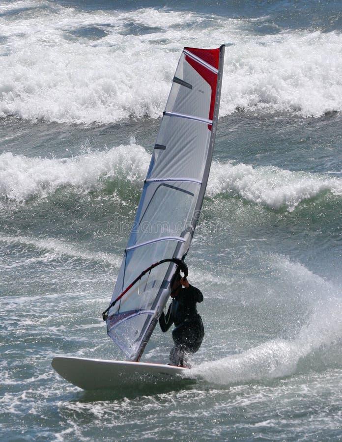 Persona que practica surf del viento foto de archivo