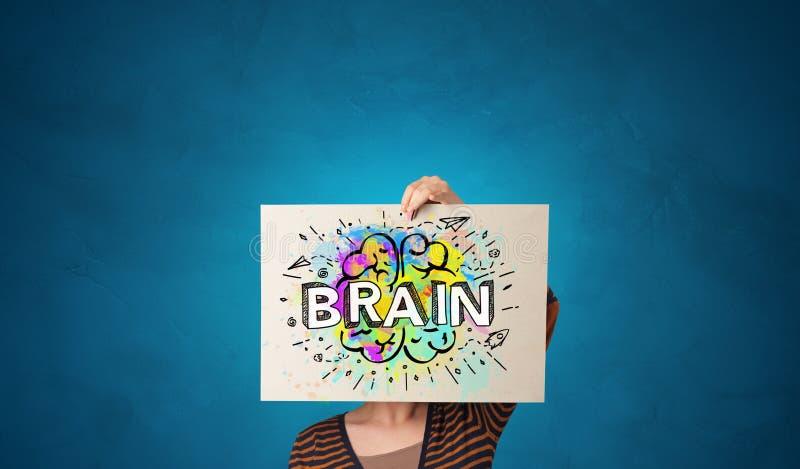 Persona que sostiene el Libro Blanco delante de su cabeza con concepto del cerebro fotografía de archivo libre de regalías
