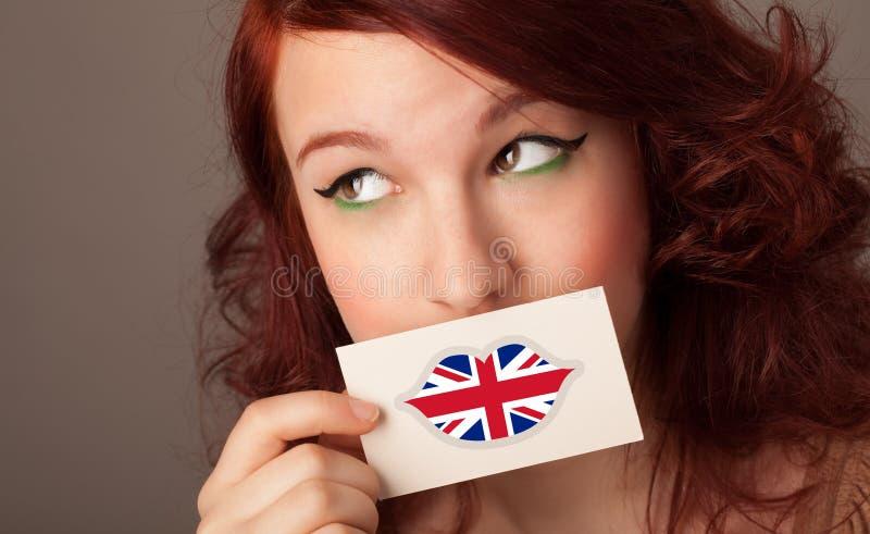 Persona que sostiene la tarjeta de la bandera de Reino Unido fotos de archivo libres de regalías