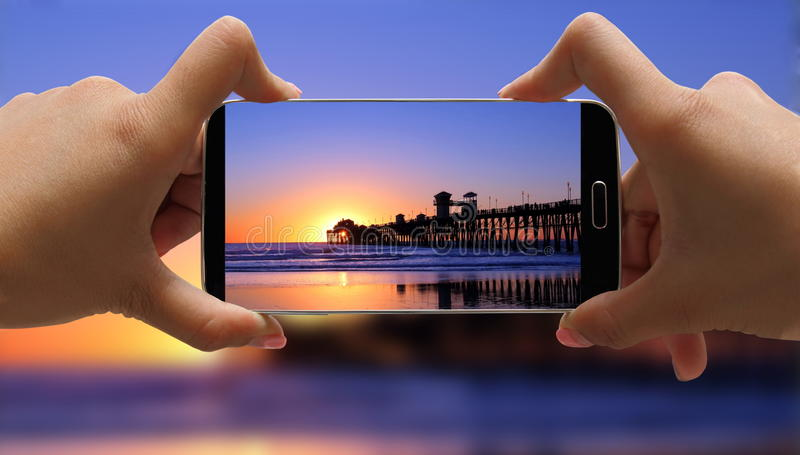 Persona que toma la foto en la playa fotografía de archivo