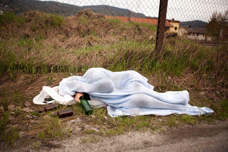 Persona sin hogar imagenes de archivo