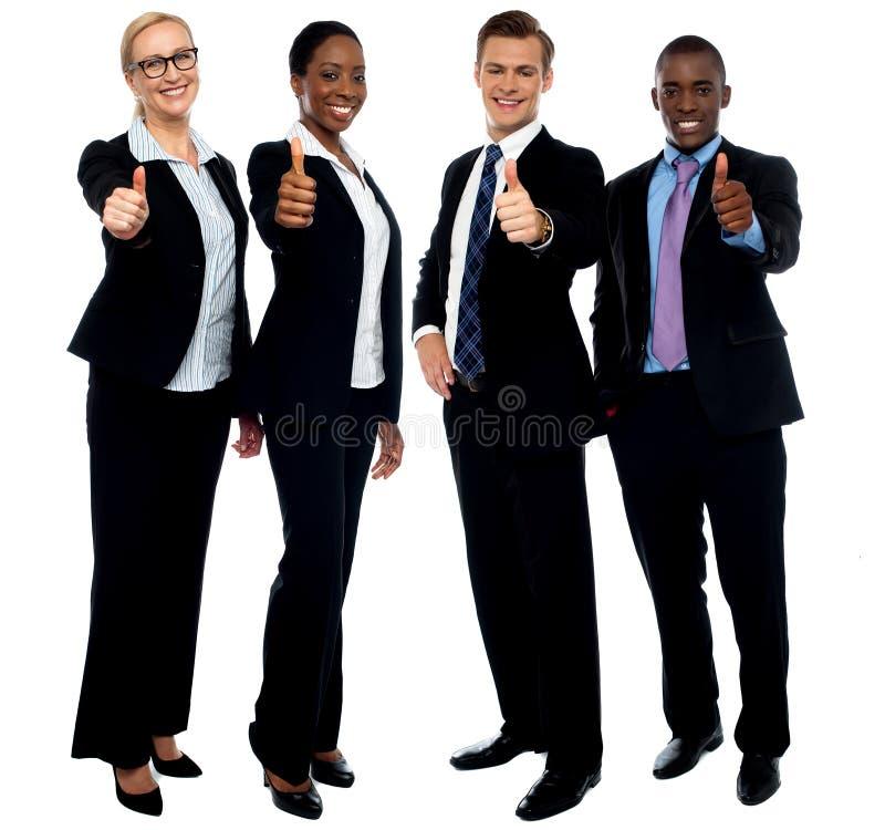Personas corporativas que gesticulan los pulgares para arriba fotografía de archivo