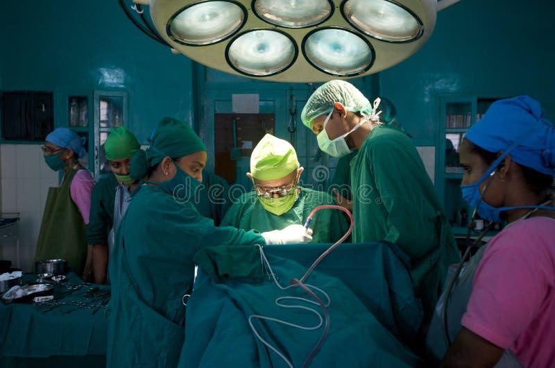 Personas de cirujanos en la India foto de archivo libre de regalías