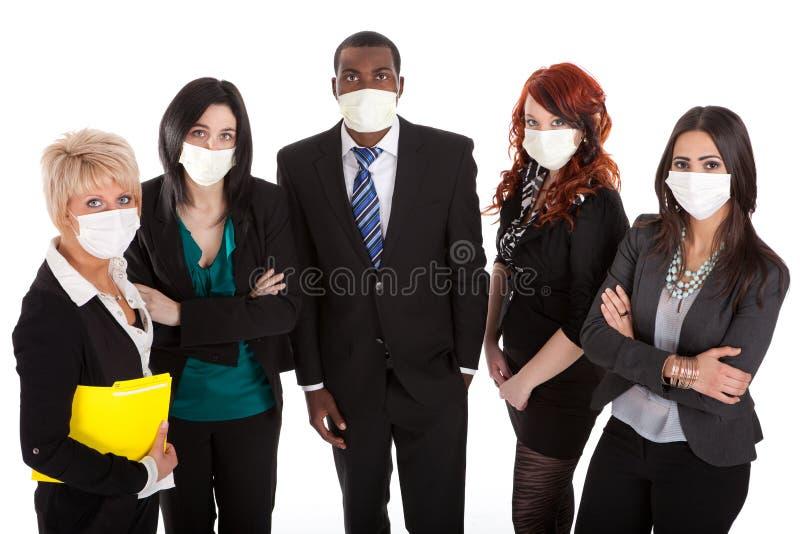 Personas del asunto con las máscaras de la gripe fotos de archivo