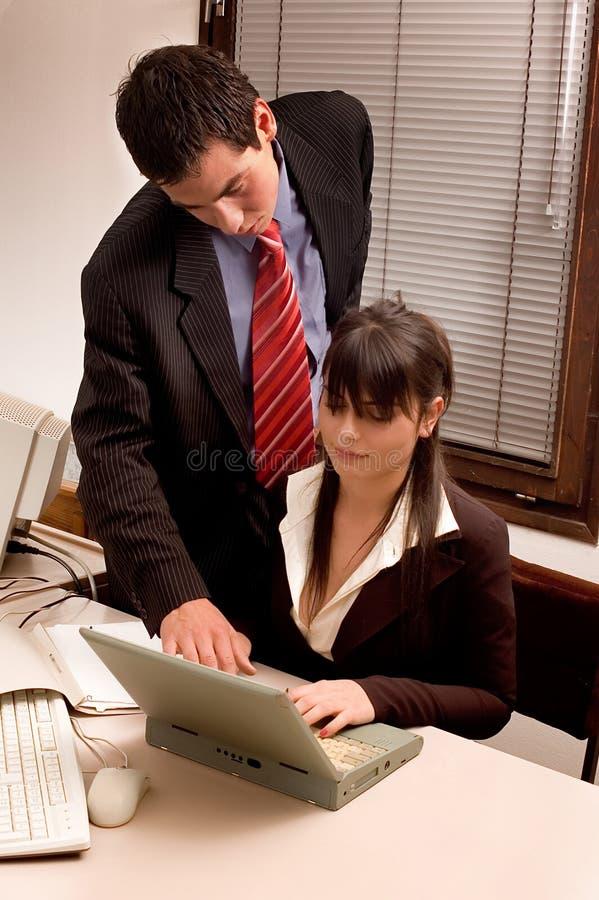 Personas del asunto en la oficina imágenes de archivo libres de regalías