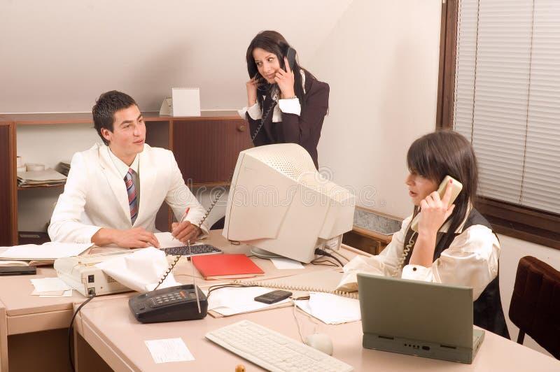 Personas del asunto en la oficina fotos de archivo