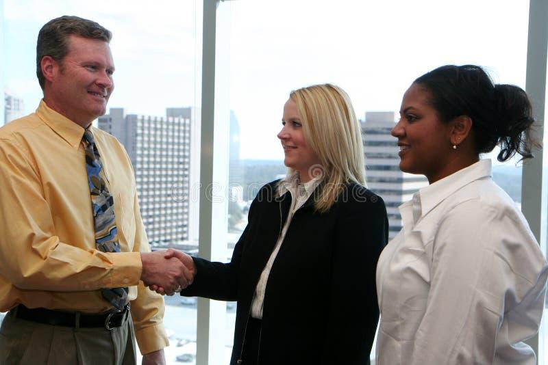 Personas del asunto en oficina imagen de archivo libre de regalías