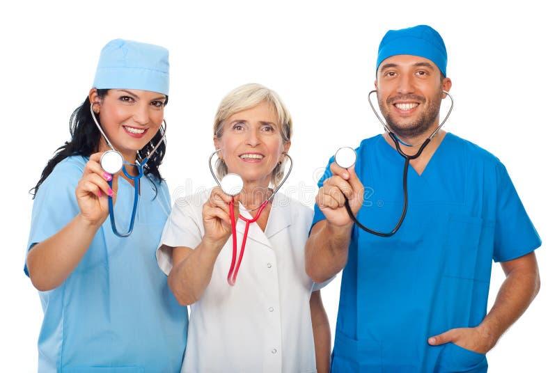 Personas felices de doctores con los estetoscopios fotografía de archivo libre de regalías