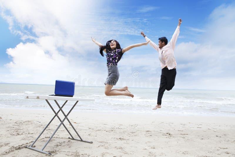 Personas felices del asunto imagenes de archivo