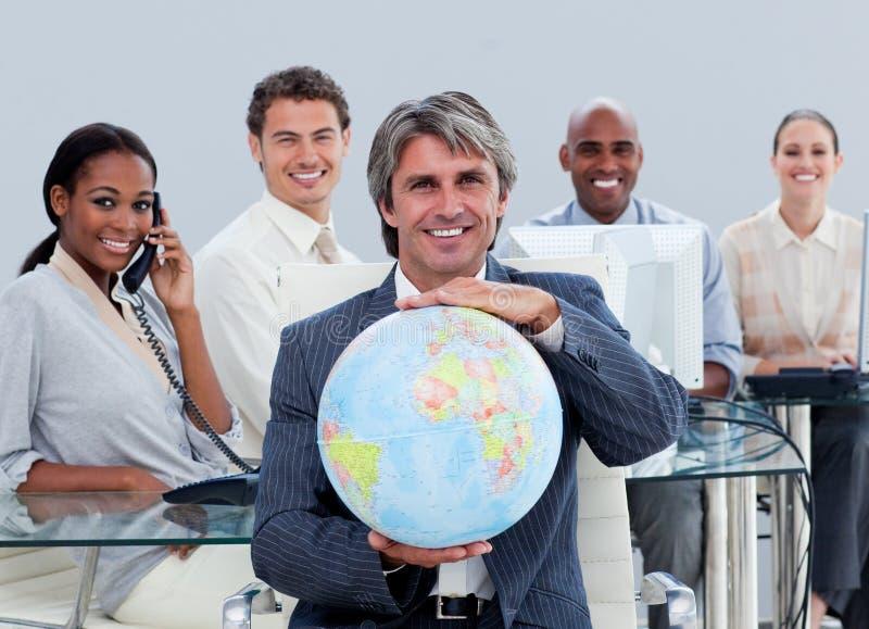 Personas felices del asunto en el trabajo imagen de archivo