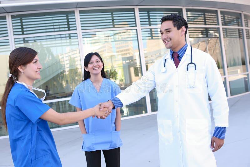 Personas médicas acertadas imagen de archivo