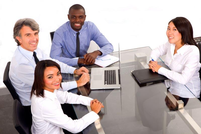 Personas Multi-ethnic durante una reunión fotografía de archivo libre de regalías