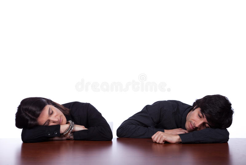 Personas que duermen en la oficina fotos de archivo libres de regalías