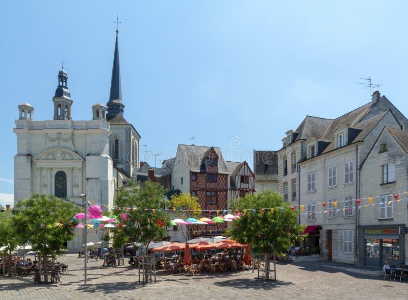 Persone che mangiano a Place Saint-Pierre a Saumur fotografia stock libera da diritti