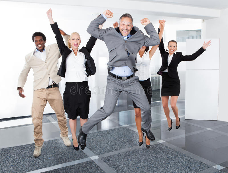 Persone di affari multirazziali felici fotografie stock libere da diritti
