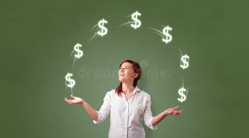 Personen jonglerar med dollarsymbol royaltyfri bild