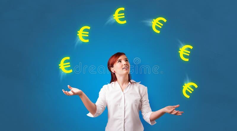 Personen jonglerar med eurosymbol royaltyfri fotografi