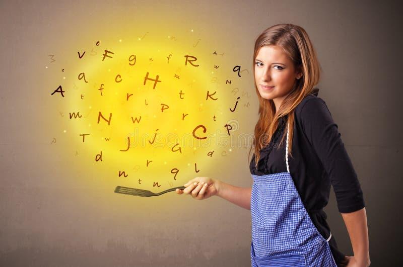 Personen som lagar mat bokstäver wokar in arkivfoton