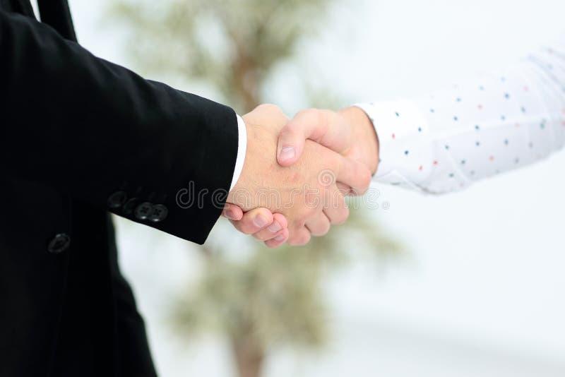 Personengesellschaftssitzungskonzept Bild businessmans Händedruck Erfolgreiches Geschäftsmannhändeschütteln nach gutem Abkommen stockbilder