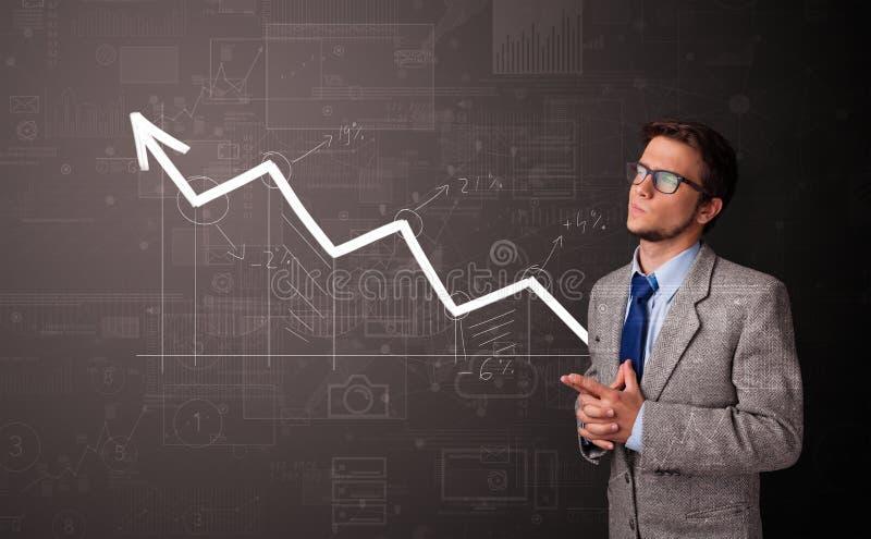 Personenstellung bei Zunahme des Diagrammkonzeptes stockfotos