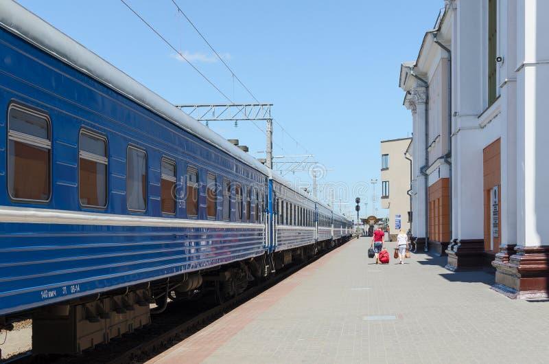 Personenzug auf Station Gomel - Passagier, Weißrussland lizenzfreie stockfotos