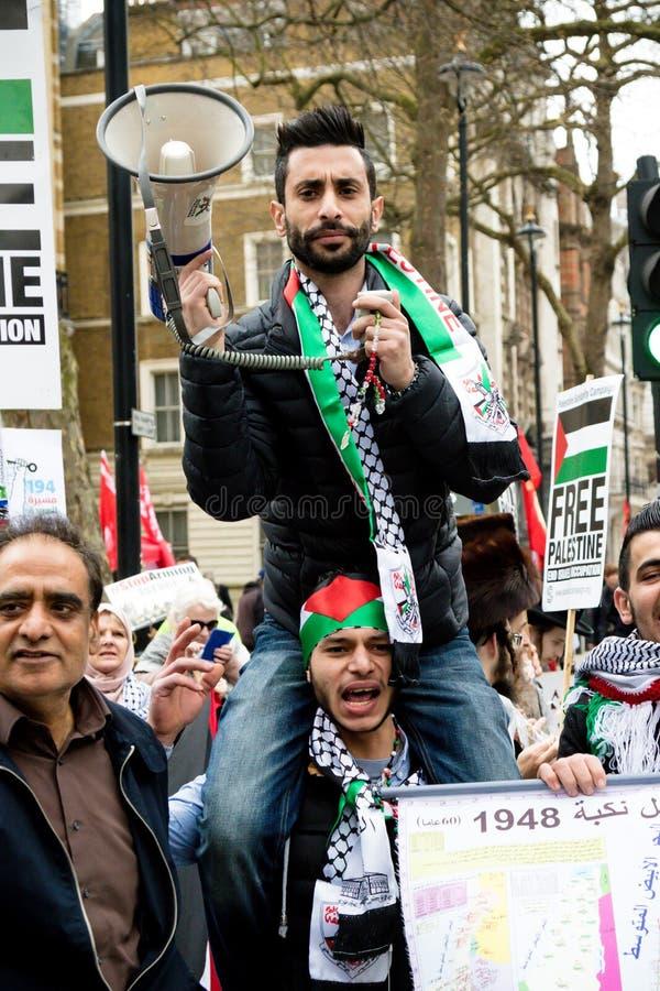 Personer som protesterar i centrala London utanför Downing Street fotografering för bildbyråer