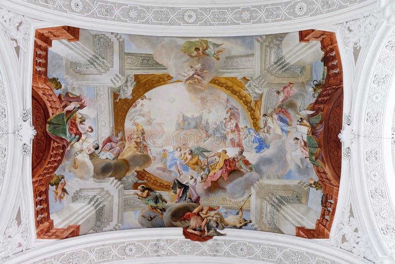 Personifikation av de Benedictine f?rtj?nsterna, freskom?lning i basilikan av St Martin och Oswald i Weingarten, Tyskland arkivbilder