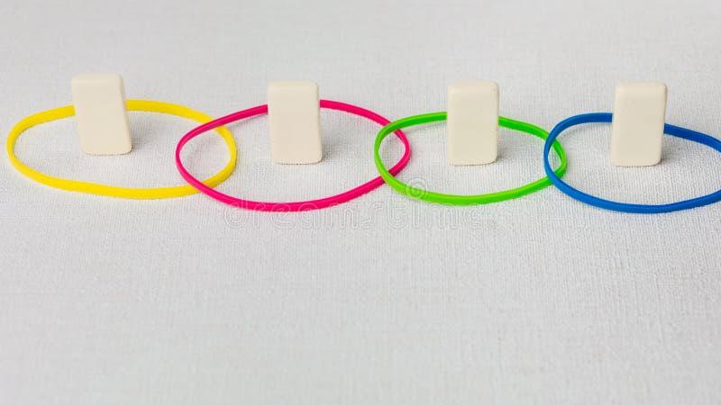 Personlighetsdragbegrepp som baseras på färgtyper Herravälde, lock, undergivenhet och överensstämmelse diskett Domino arkivbild