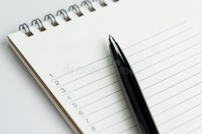 Personligt att göra listor eller begrepp för upplösning för ` s för nytt år vid stängt royaltyfri foto