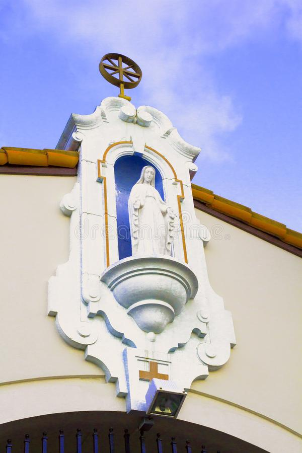 Personnage religieux femelle de pierre blanche d'église catholique de la Communauté photos libres de droits