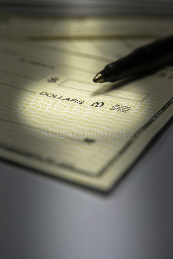 Personnalisation de chèques et crayon lecteur images stock