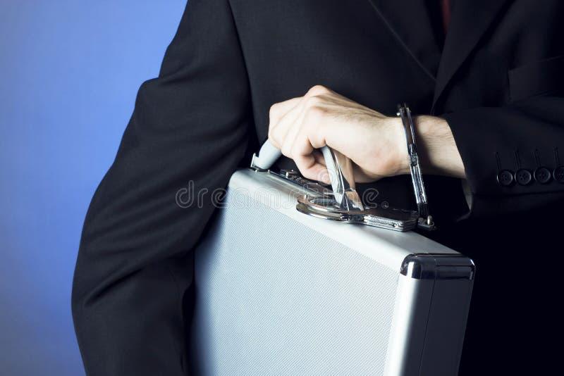 Personne d'affaires retenant une serviette photographie stock libre de droits