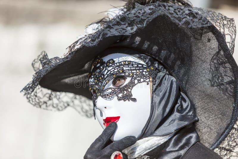 Personne d?guis?e - carnaval v?nitien 2014 d'Annecy photographie stock