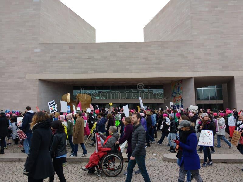 Personne dans un fauteuil roulant au ` s mars, Américains avec des incapacités, National Gallery de femmes d'Art East, Washington images libres de droits