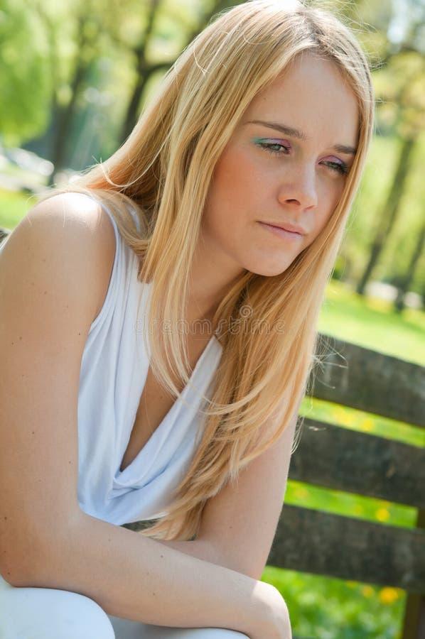 Personne de l'adolescence dans la dépression dehors photo libre de droits