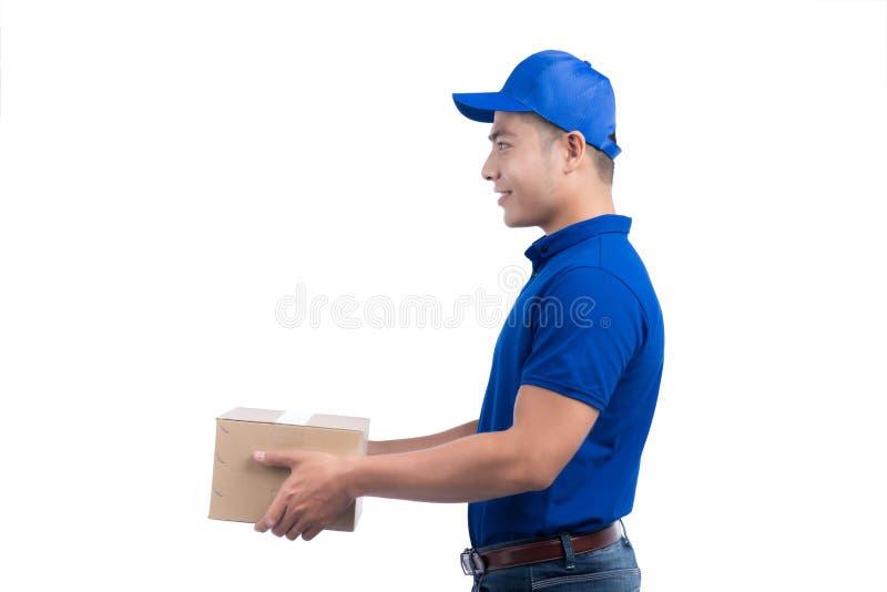 Personne de la livraison Facteur asiatique avec la boîte de colis La livraison postale photo libre de droits