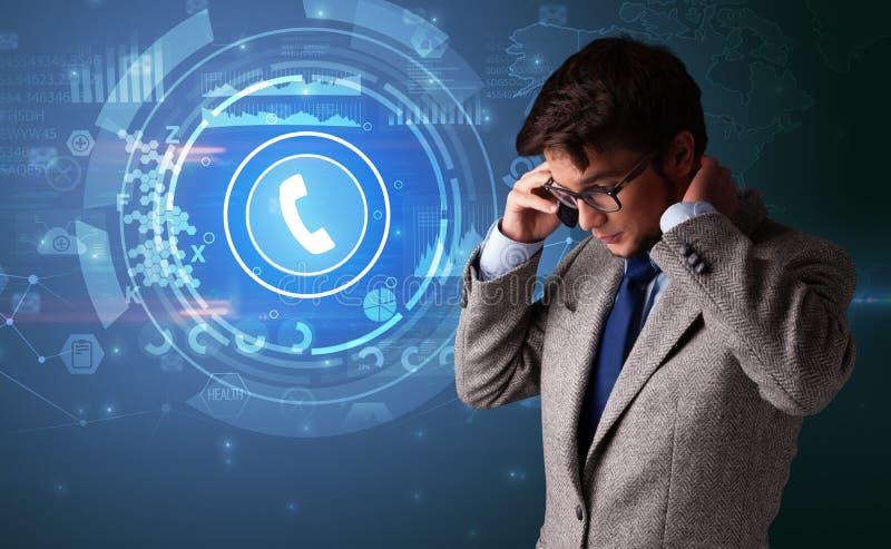 Personne parlant au t?l?phone avec appeler le concept images libres de droits