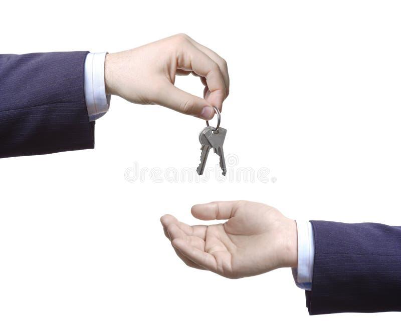 Personne passant des clés photos libres de droits